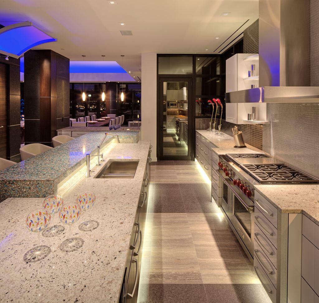 Penthouse Kitchen Sub Zero Wolf And Cove Kitchens