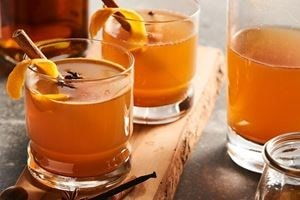 The Wolf Vacuum Seal Drawer infuses enough cheer to last the year with this holiday mulled cider.