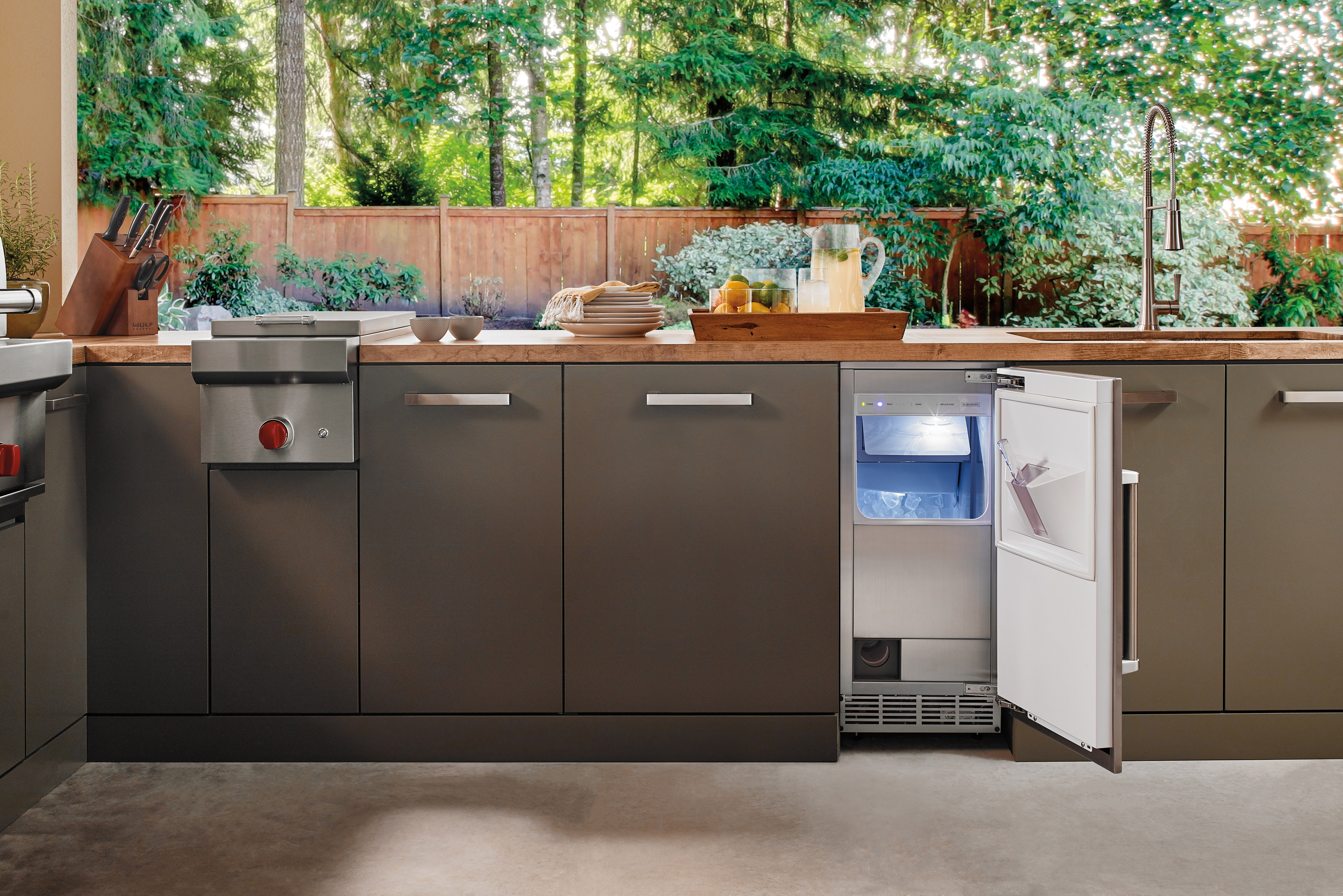 "Wolf Appliances 13"" Classic Burner Module (BM13) Sub-Zero Refrigerators 15"" Outdoor Ice Maker - Panel Ready (UC-15IO)"