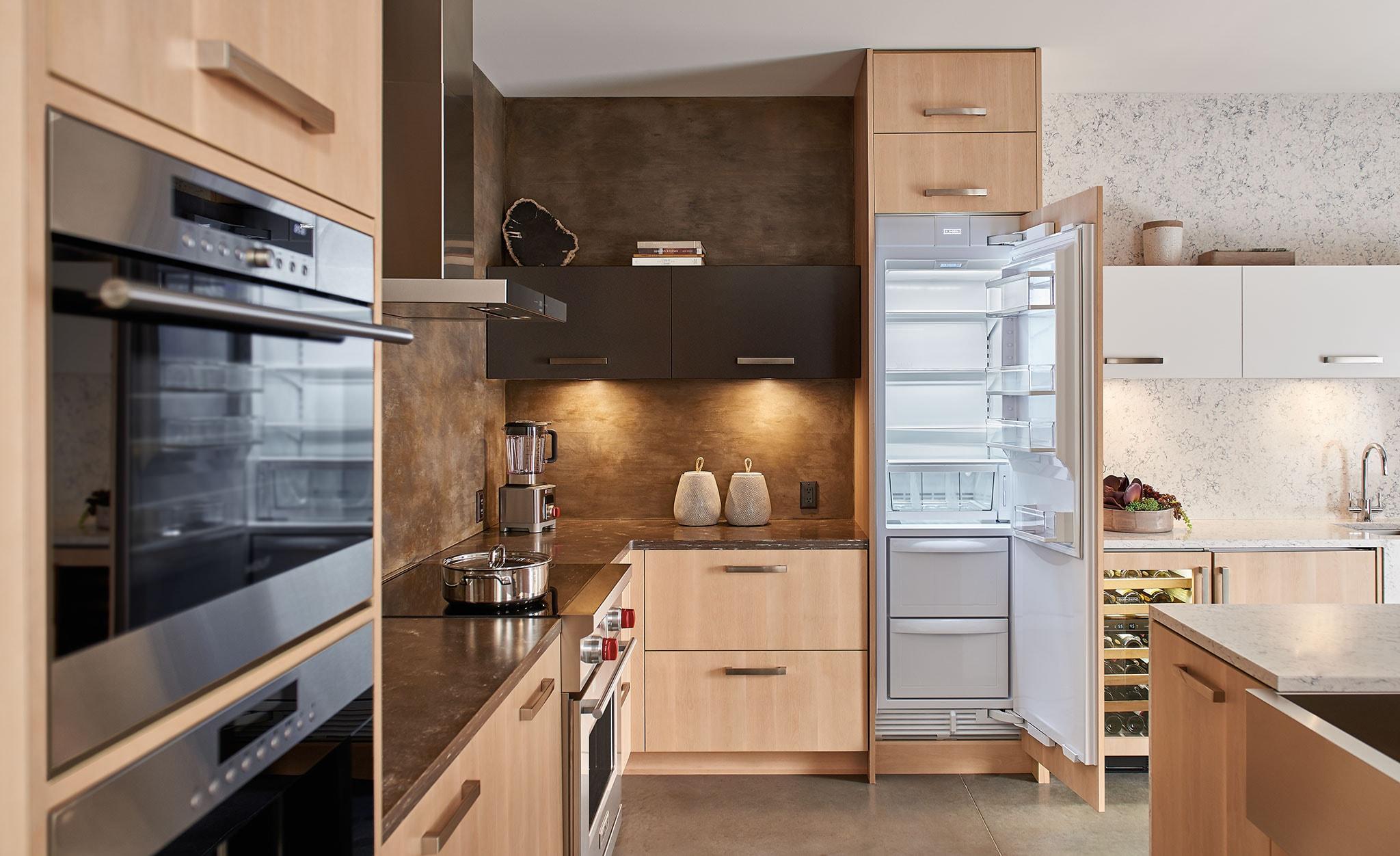 Sub Zero 24 Designer Column Refrigerator Freezer With Ice Maker