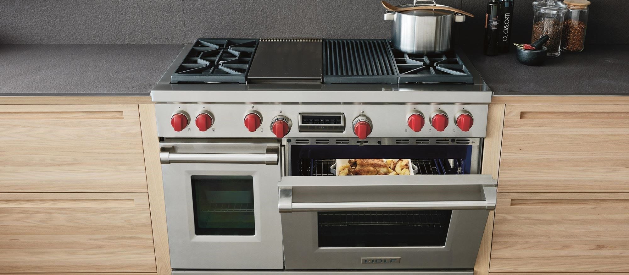 "Wolf 48"" Dual Fuel Range 4 Burners Infrared Charbroiler and Infrared Griddle (DF484CG)"