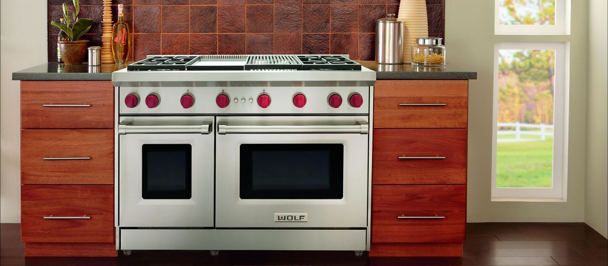 "48"" Gas Range - 4 Burners - Infrared Charbroiler and Infrared Griddle (GR484CG) Wolf Rangetop"