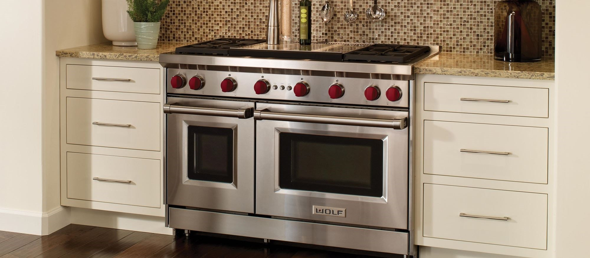 "48"" Gas Range - 4 Burners and Infrared Dual Griddle (GR484DG) Wolf Rangetop"