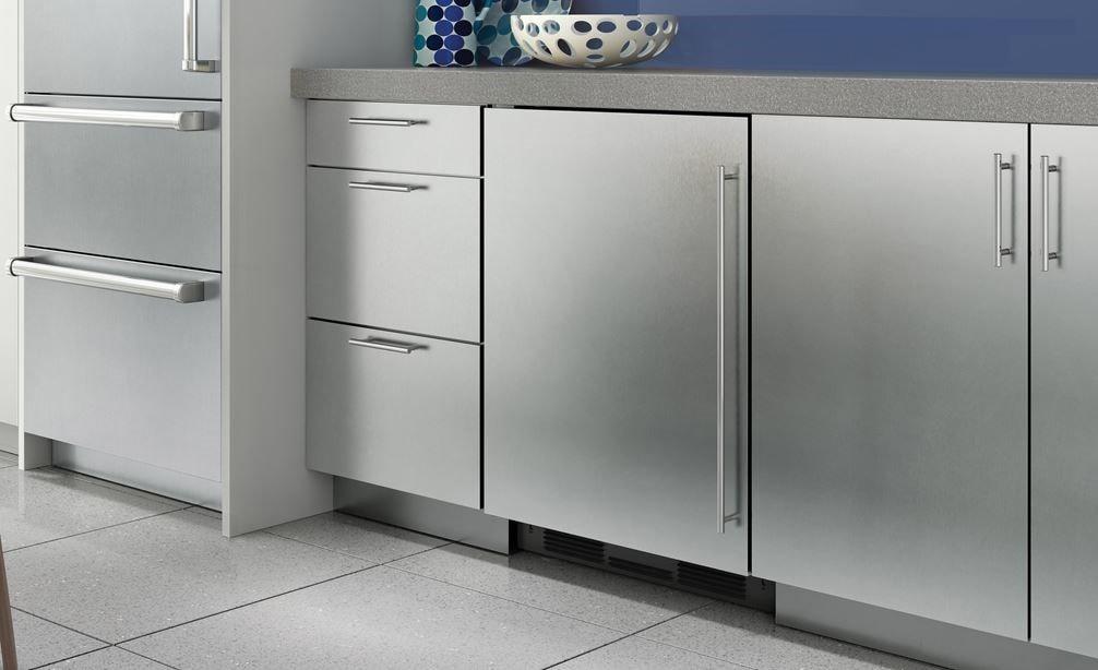 Sub Zero 24 Quot Undercounter Refrigerator Freezer With Ice