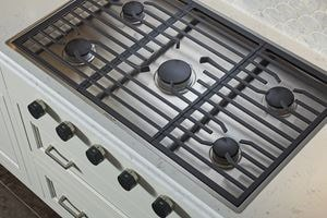 Wolf 36 Gas Cooktop With 5 Burners