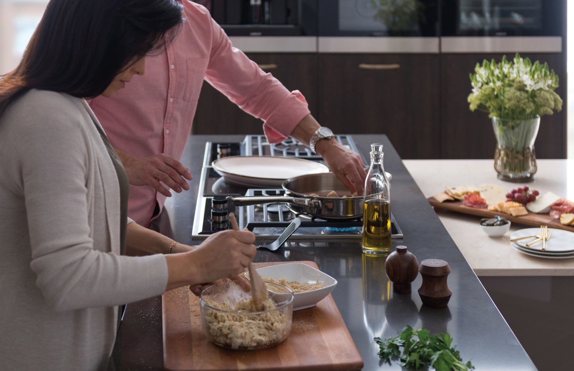 Turn any countertop into a cooking area with Wolf cooktop modules. Explore our fryer, grill, steamer, gas and electric cooktop modules.