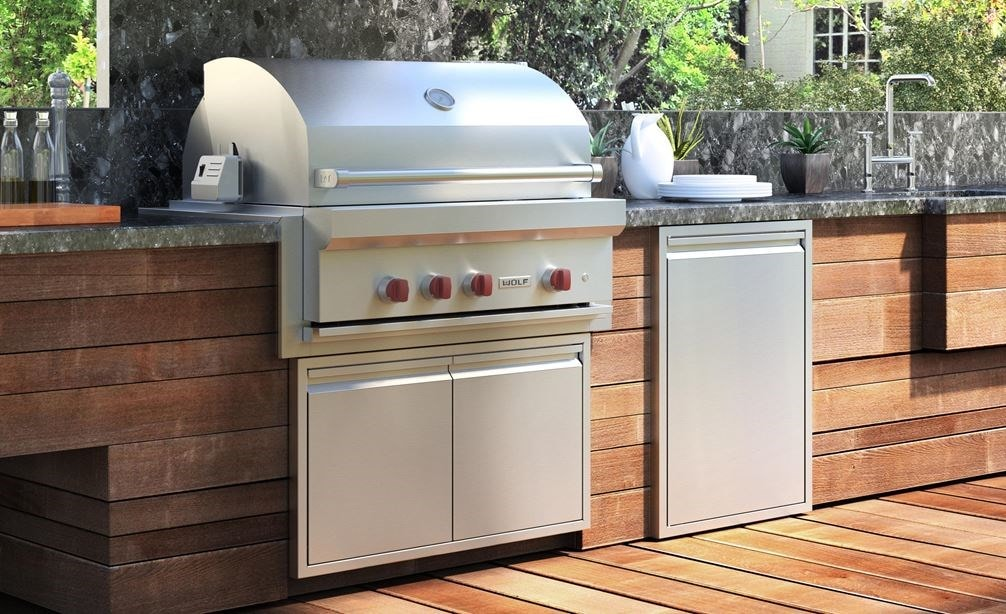 The Wolf 36 Outdoor Gas Grill Og36 Shown With Professional Grade