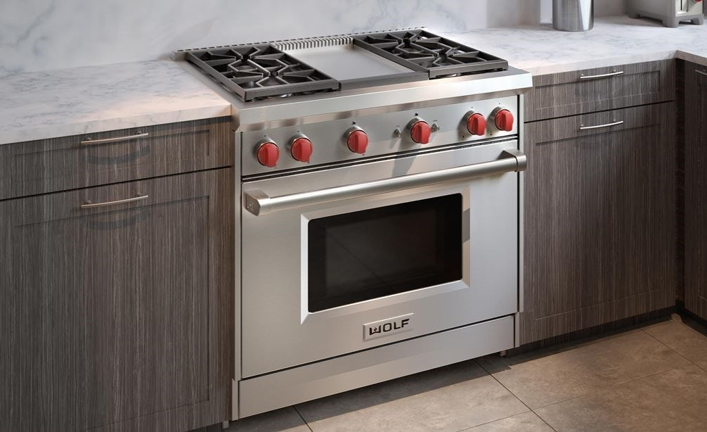 The Wolf 36 Gas Range 4 Burner Infrared Griddle Gr364g Shown With Its
